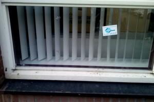 Beschadiging aan raam de Barkentijn