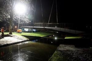 Brug geplaatst park Schinnenbaan