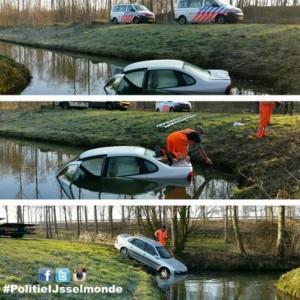 Auto te water in randpark Beverwaard