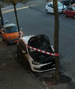 Autobrand aan de Cannenburchstraat