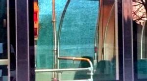 Trams bekogeld Beverwaardseweg